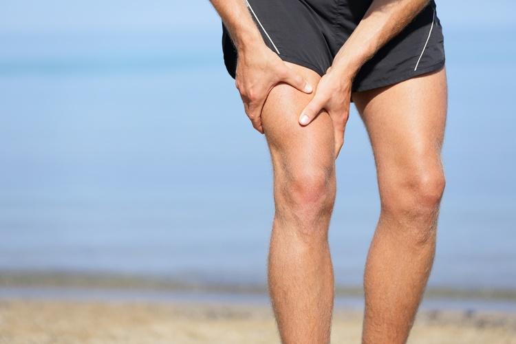 Помощь при ушибе ноги ниже колена